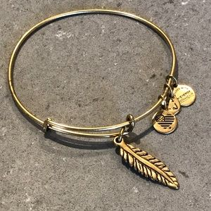 🆕Alex & Ani Feather Bracelet in Russian Gold